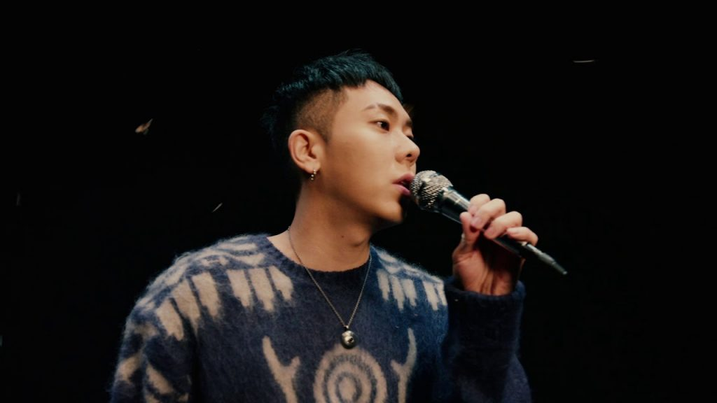 loco performing on stage